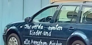 Berlino: auto contro Merkel