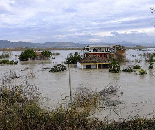 Përmbyetjet në Shqipëri