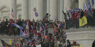rivoltosi assaltano Capitol Hill