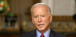 Joe Biden parla prima dell'inizio del Super Bowl