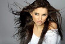 capelli castani contro effetto crespo