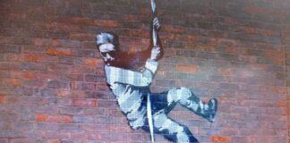 Bansky, murales raffigurante un detenuto in fuga (rielaborazione fotografica di Loredana Carena)