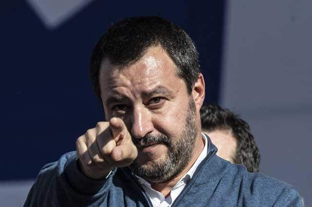 Salvini difende l'assessore di Voghera
