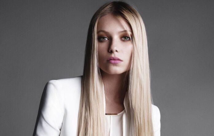 Vika Falileeva modella