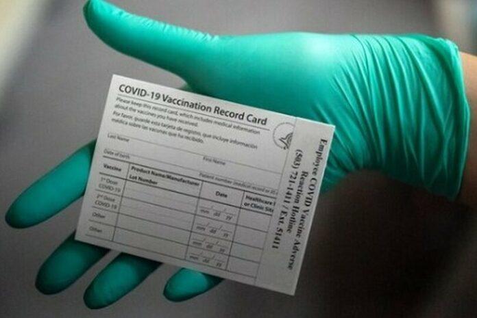 Siti web pro-Trump esortano a falsificare carte di vaccinazione
