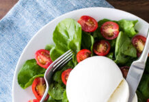 insalata con fragole e burrata