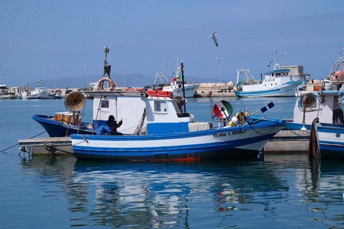 Peschereccio italiano speronato da barche turche