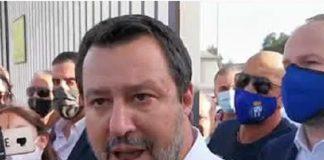 Salvini firma il manifesto