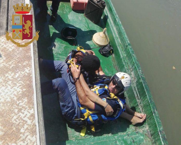 Polizia salva una 23enne