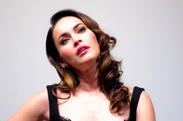 Megan Fox descrizione abito corsetto nudo