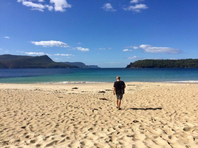 Moda maschile: 5 look da spiaggia 2021