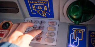 Truffava tramite bancomat