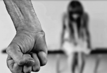 Bimba di 10 anni abusata